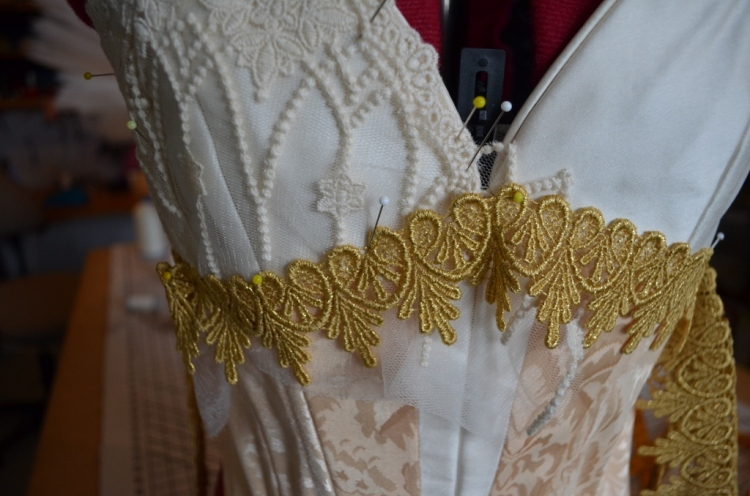 11. pinning on venise lace (1024x678)