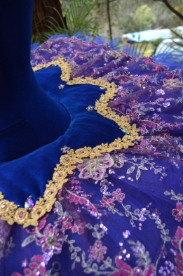 overskirt detail (424x640)