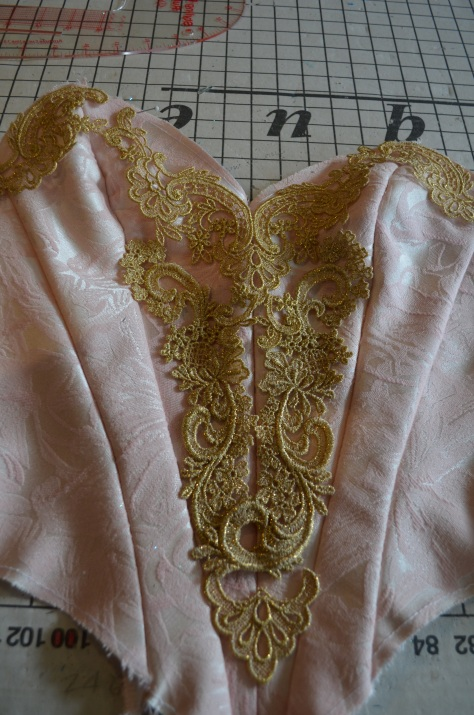 placing bodice decos