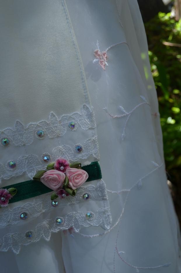 skirt nd apron detail