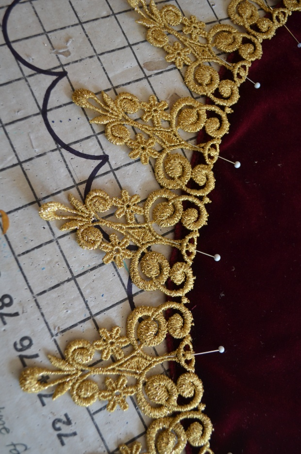 pinning on venise lace